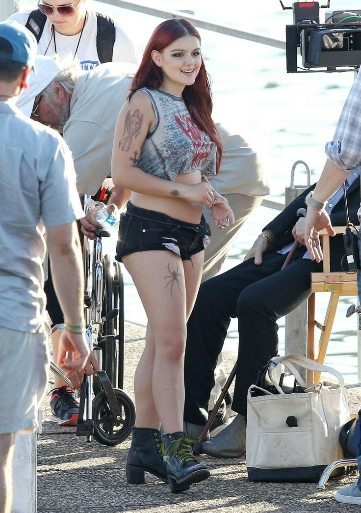 Ariel Winter Rocks Fake Tattoos On The Dog Years Set in Nashville Tennessee