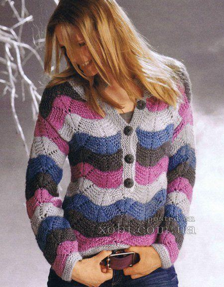 полосатый пуловер из волнистого узора вязаный спицами