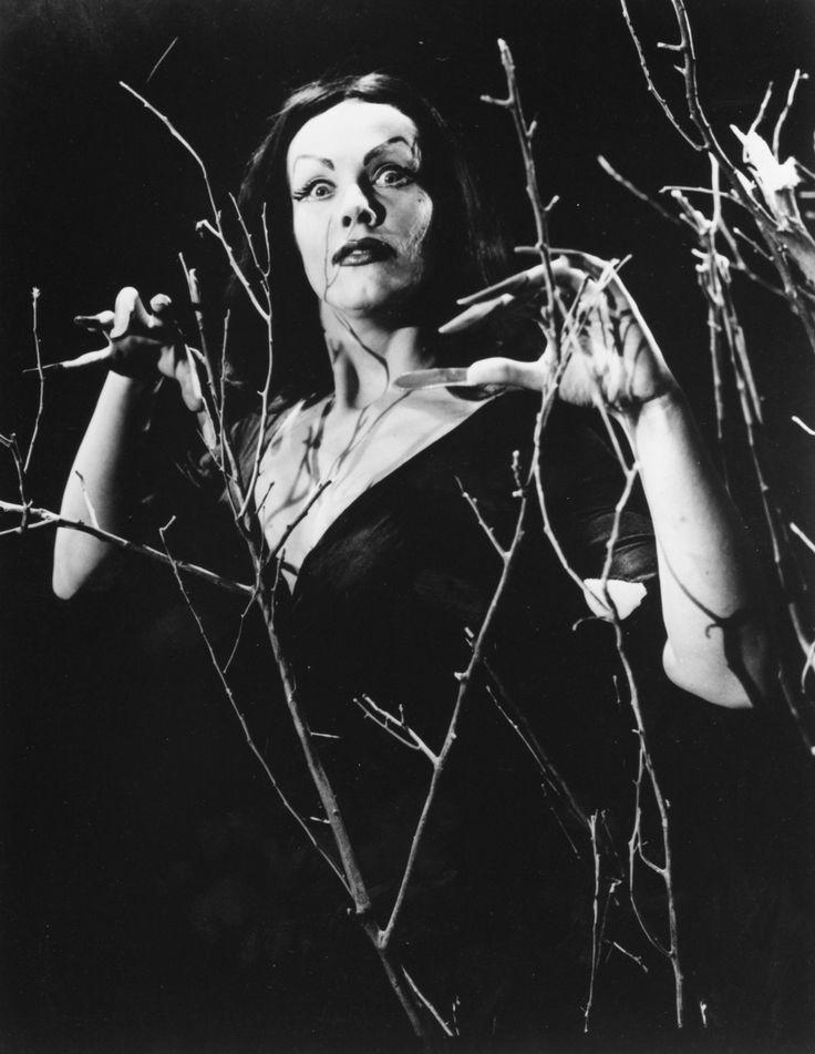 Maila Nurmi / Vampira - Plan 9 From Outer Space, 1956