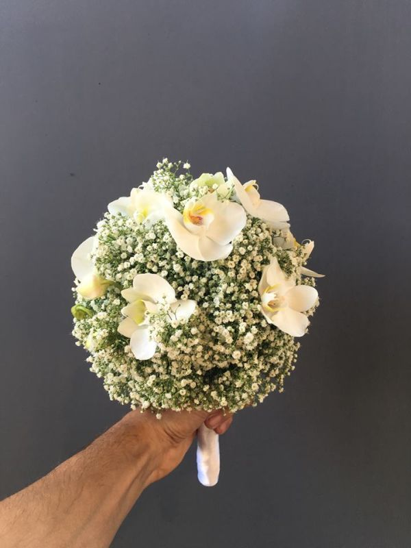 Boho and Classic! Bridal bouquet of Baby´s Breath and Orchids. Colors: white, green. Design: Christian Platzner Austria