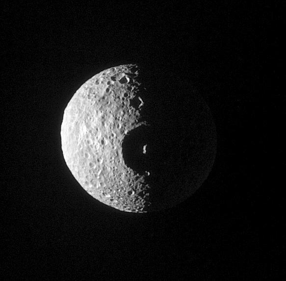 Mimas, una delle lune di Saturno