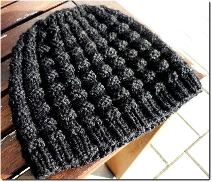 Diese Mütze passt zu Christians Schal. Das Muster ist einfach zu stricken und da die Mütze dehnbar ist, wird sie prima passen.