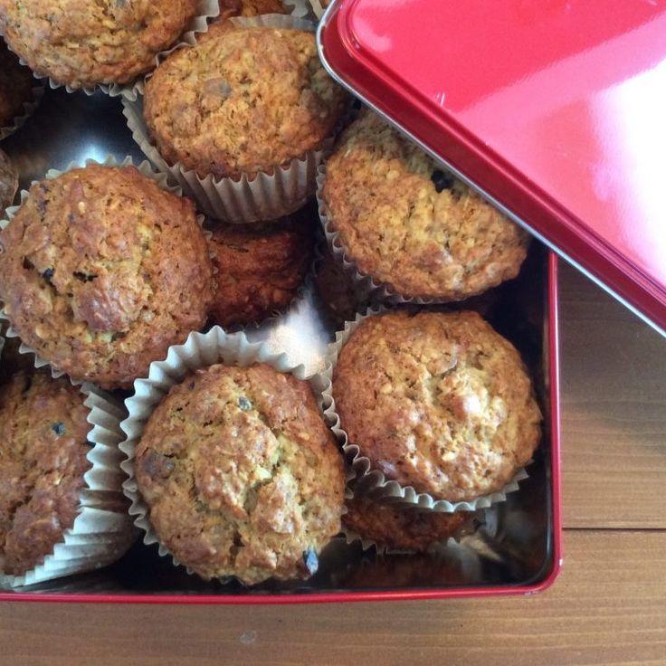 Muffin avoine-banane et son granola  Riche en fibre ces muffins feront le plaisir de toute la famille. Changez la saveur du granola et créez à l'infini !