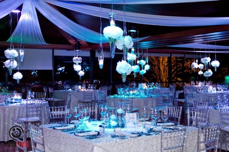 Centros de mesa colgantes hortensias iluminaci n azul - Decoracion con hortensias ...