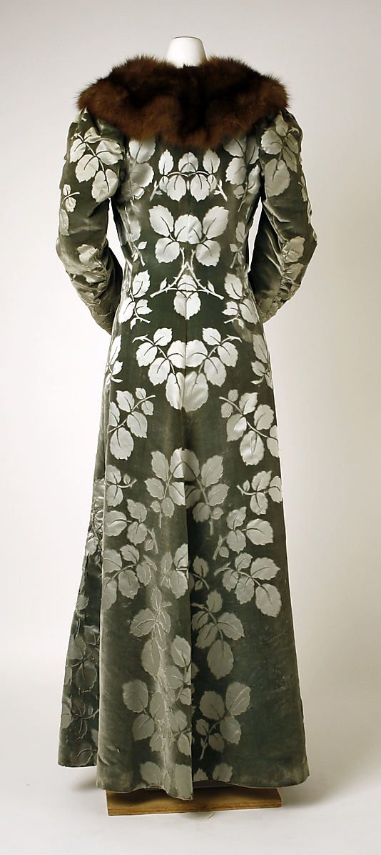 Silk evening coat, House of Worth, 1894. Back view.