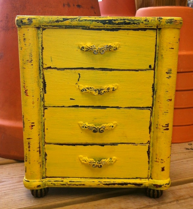 Old jewlery box I repainted yellow!    Goodwill find!