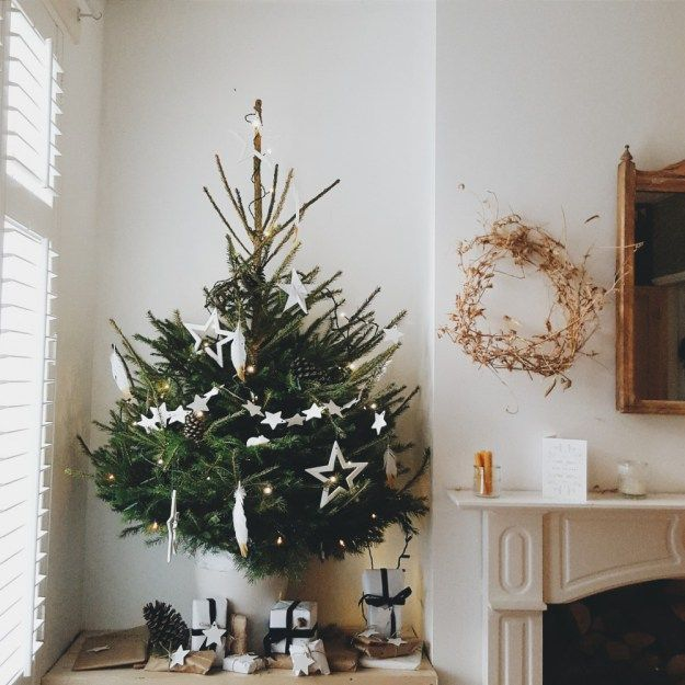 A simple Christmas decor; minimal colour scheme and authentic decorations.