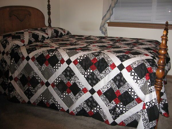 Black White And Red Quilt Disappearing 9 Patch Center