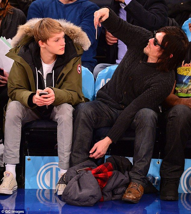 mingus single guys Helena christensen is undeniably a stunning supermodel and of course has been dating many men in the norman reedus is a single father to son mingus with his ex.