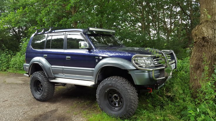 Landcruiser colorado / prado 90  -  95 parked for a weekend in the woods.