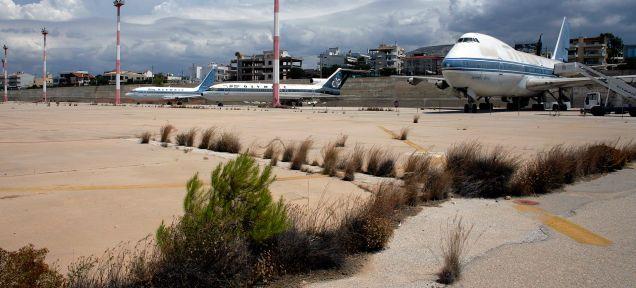 Découvrez l'aéroport abandonné d'Athènes, un théâtre de désolation - Frawsy