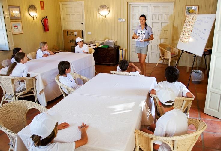 Conocer y relacionarse con niños de todo el mundo, aprender idiomas y practicar diferentes deportes. #campamento #verano #languages #holidays #kids