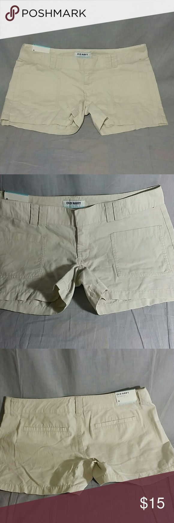"Women's Old Navy Shorts Pants Ivory 10 NEW Women's shorts Pants Ivory Size 10 NEW 100% Cotton. Measurements WAIST 18"" TALL 12"" Old Navy Shorts Bermudas"