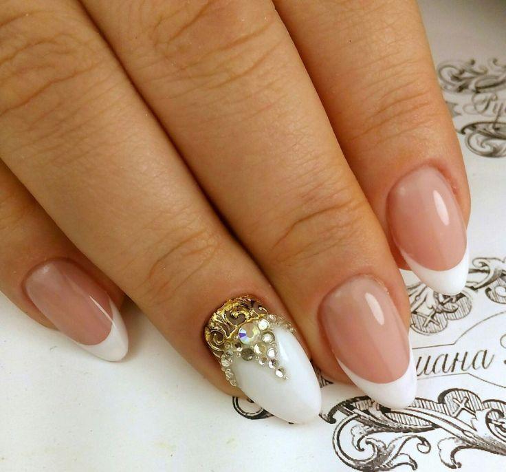 Фото маникюра со снежинками, зимний маникюр 2017, новогодний маникюр, зимний дизайн ногтей, модный маникюр 2016-2017, маникюр а год петуха, nail-дизайн 2017