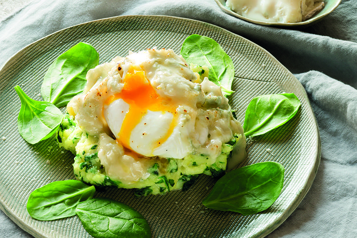 Gorgonzola su uova affogate gratinate, con patate
