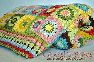 Grandmas knick knacks... Pretty granny square blanket,and there's a free pattern! ༺✿Teresa Restegui http://www.pinterest.com/teretegui/✿༻