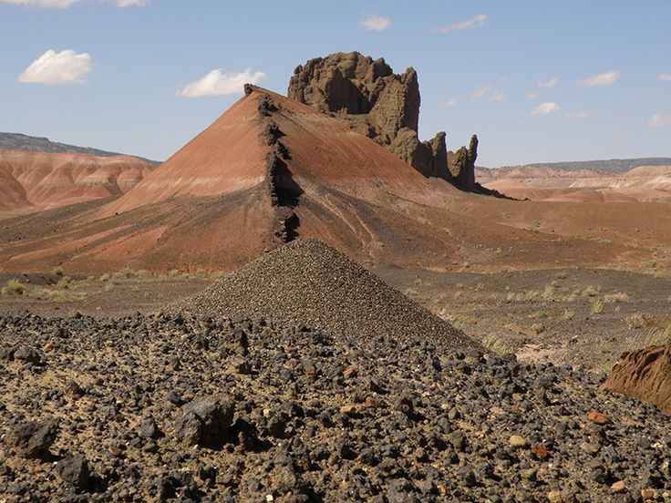 Pyroxene-crystal anthill can't compete with dike and diatreme in Painted Desert country