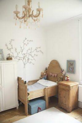 Antique toddler bed , best I have ever seen, major coveting (I don't even have a toddler)