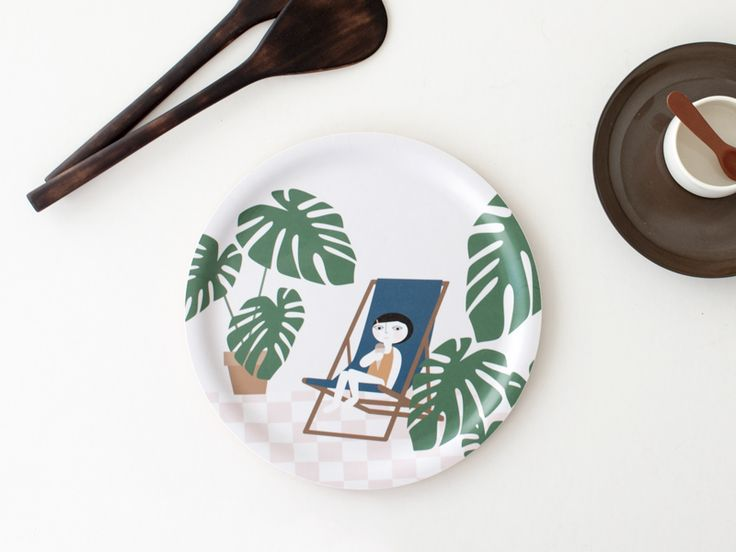 Yummy tray collaboration with Studio Caroline Gomez. The tray, handmade in Finland, has a illustration by me on the top side and a recipe by Anne Chateau on the back side. The recipe , to prepare a coffee Ice cream, is written in both languages French and English.  http://nama.fi/shop