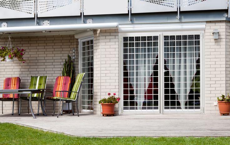 Porta finestra a 2 ante, disegno a quadrati con quadrello sovrapposto da 14 mm.