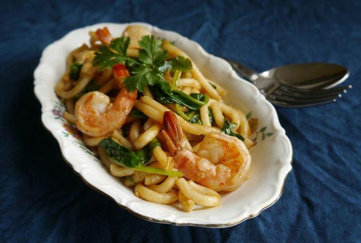 Nouilles de Shanghai aux crevettes et pousses d'épinards