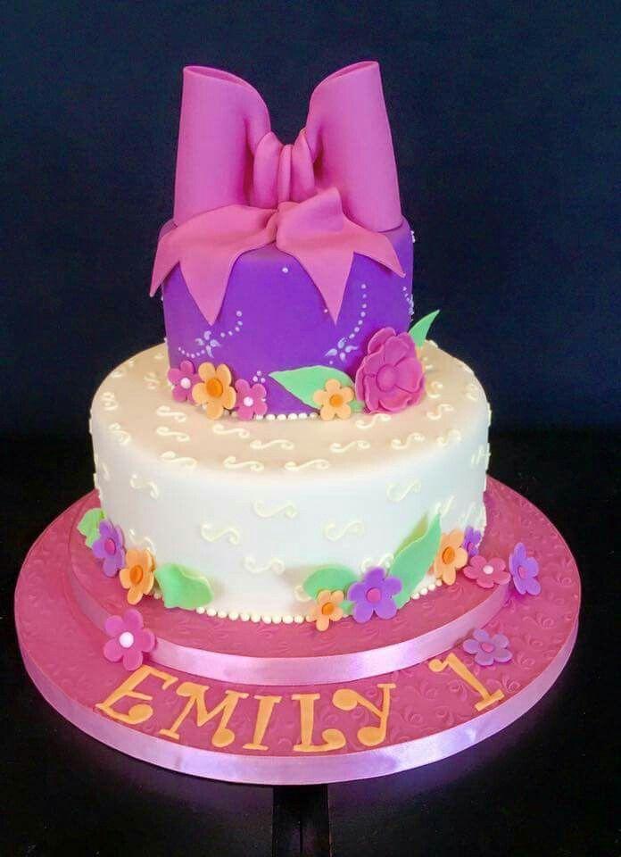 A pretty girly birthday cake