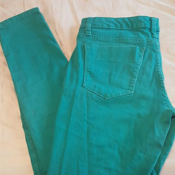*OFFER 24* Mossimo Teal skinnies Offer 24 and I'll accept!! Teal skinny jeans front and back pockets. Inseam 30in Mossimo Supply Co Jeans Skinny