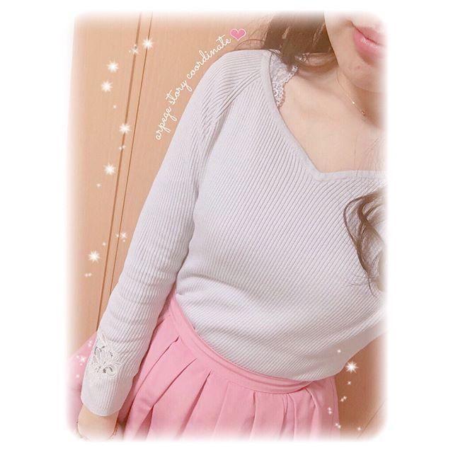 ❤︎ 。*୨୧ . こないだのお休みのコーデ🎀💕 . tops -୨୧- #jusglitty skirt -୨୧- #apweiserriche inner -୨୧- #niceclaup necklace -୨୧- #ahkah . アプのグログランタックスカート おろしました♡お色はコーラルピンク💗 色みも形も絶妙でかわいい〜( ⸝⸝⸝•_•⸝⸝⸝ )💭💓 . ニットは会員セールで購入したジャスの💞 袖と背中がレースになっててお気に入り🙈💓 .  だいすきピンクとグレー((´。•ω•。 ))。ο♡ アルページュ固めなコーデでした👗🎀💕 . . 2枚目はマイブームのネイル〜💅💕 今回はカラグラにしてさくらネイルにした🌸💓 . . . #arpegestory #アルページュストーリー #アルページュ #アプワイザーリッシェ #ジャスグリッティー #レース #アーカー #newnail #セルフネイル #ジェルネイル #セルフジェルネイル #bynaillabo #さくらネイル #スワロフスキー #カラグラ #pink #ピンク…