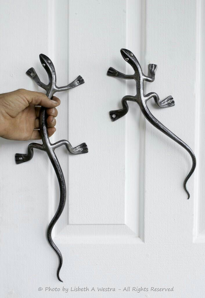 Blacksmith lizards forge handle pull