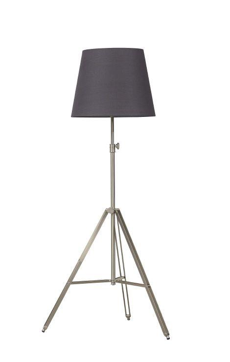 Staande lamp Triad met poot van chroom. Kap is verkrijgbaar in meerdere kleuren. De voet is ook in zwart verkrijgbaar. € 190,-