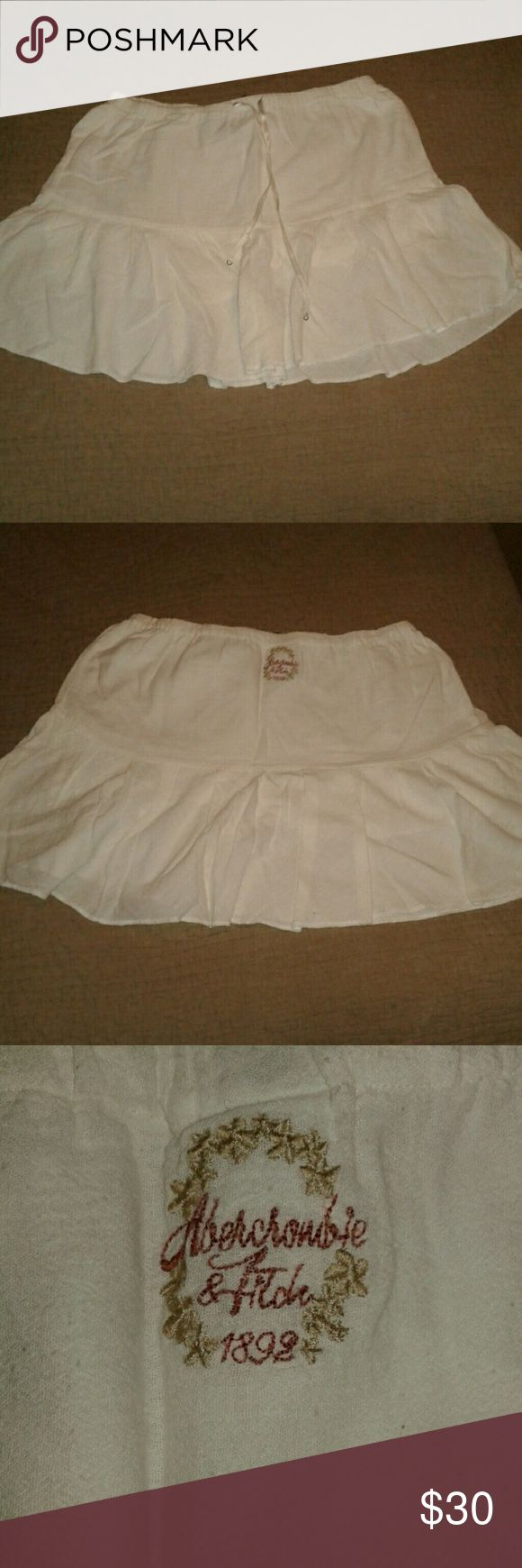 ABERCROMBIE AND FITCH skirt White peasant skirt. Size extra small. Abercrombie & Fitch Skirts Mini