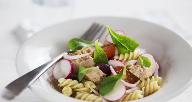 Insalata di pasta con cherry e ravanelli.  #Star #ricette #ricettedastar #food #recipes #yummy #foodporn #insalata #pasta #cherry