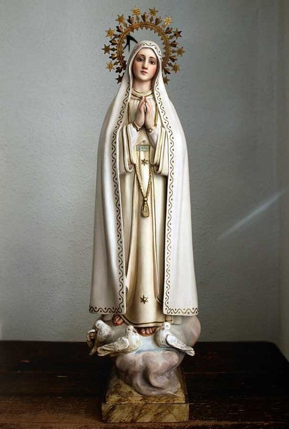 ●size: H24.01 W7.87 base5.51 ×5.51 5.13 lb H61cm W20cm base14cm×14cm 2330g ●material:plaster or wood paste, wood, glass eyes,brass,etc Beautiful Virgin Mary Statue Our Lady of Fátima 1930s ~ 1940s. Has some stains. Not repaired. Vintage condition,as shown on the pictures, nothing serious and this does not detract from the beauty of this gorgeous religious piece. There is a slack in the nail on the left side of the halo. Made by casting in a plaster or wood paste. Olot,Catalonia began in...