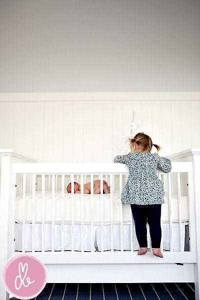 darling newborn session! I particularly love this one of the big sister admiring her baby brother. So sweet.