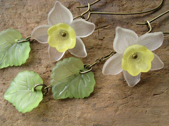 Daffodil Earrings Lucite flower earrings in by ArtifactsEtCetera, $25.00