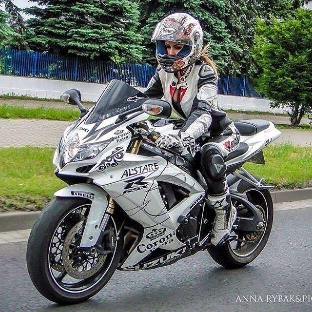 Wcw @anna_rybak46 Gixxer girls Nice Gsxr600 Biker chick
