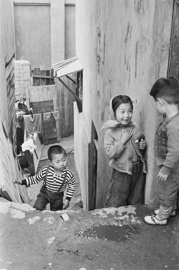 Han Youngsoo: Photographs of Seoul 1956–63 | International Center of Photography