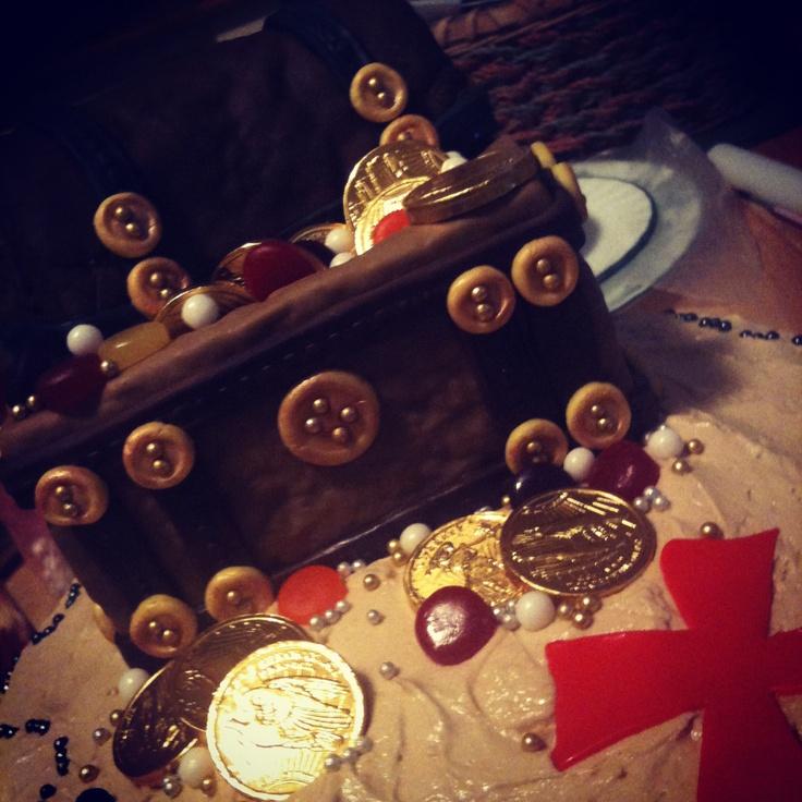 Pirate treasure chest cake top