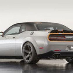 ダッジの現行ラインナップは旧態化が著しい。例えば「チャージャー」の現行モデルは5年目を迎えたが、プラットフォームは2006年のものだ。自動車メディア『Automotive news』の報道によると、F