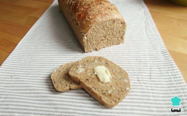 Aprende a preparar pan integral con semillas con esta rica y fácil receta. En general, el pan casero es mucho más exquisito que el adquirido en cualquier...