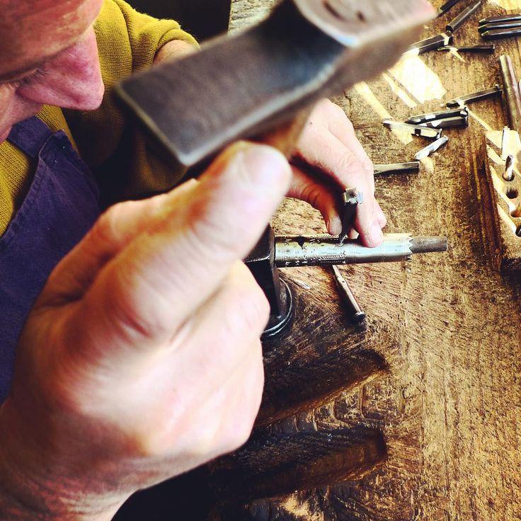 #Ciselure de la virole au #marteau #tradition #paysbasque #personnalisation