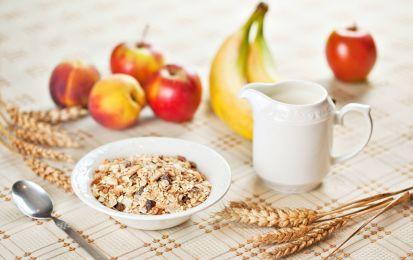 Muesli, 3 ricette per una colazione sana - Il muesli è un modo sano, genuino e goloso per iniziare la giornata con la giusta carica. L'avena, il farro e i riso sono degli ottimi cereali da aggiungere al nostro muesli.