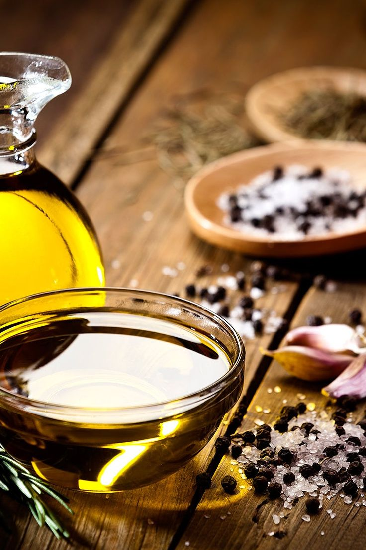 Keep your diet on track and your meals clean with the right oils for cooking. Sauces, Healthy Oils, Home Spa, Stay Fit, Candle Jars, Alcoholic Drinks, Healthy Eating, Nutrition, Diet