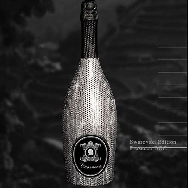 La marca italiana productora de uno de los mejores Proseccos de la región Casanova ha decidido llevar su espumoso a un nuevo nivel sensorial al asociarse con Swarovski para dar vida a una botella exclusiva botella DOC Swarovski Edition incrustada completamente con tres mil 370 cristales la versión de .75cl y seis mil 145 la magnum. #prosecco #casanova #swarovski @swarovski #lujo #luxury #cristales  via ROBB REPORT MEXICO MAGAZINE OFFICIAL INSTAGRAM - Luxury  Lifestyle  Style  Travel  Tech…