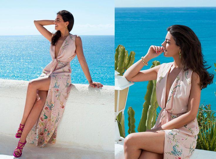Silvia Navarro con sandalias fucsia de Lolita Blu Disponibles también piel plata
