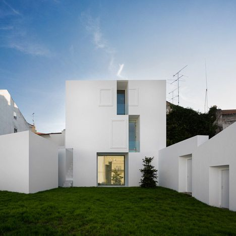 House in alcobaca by aires mateus architecture for Building sans fenetre new york