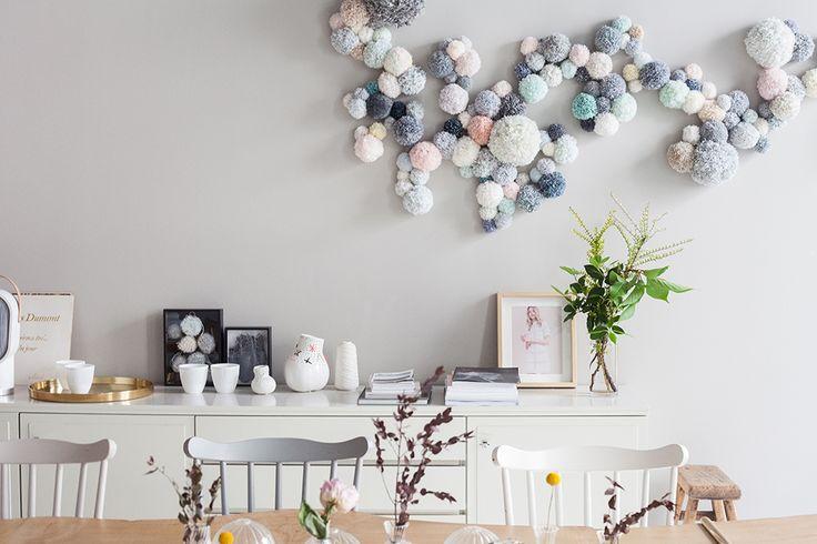 Décoration pastelle pompons muraux appartement marie sixtine heju 1