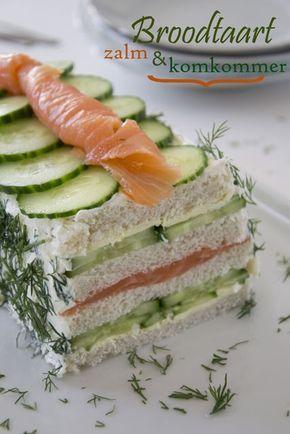 Broodtaart met zalm en komkommer