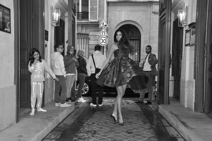 Chris Pitanguy (RJ - BRA) en Paris (PFW), vistiendo Viktor & Rolf y scarpin Arezzo. Fotografía by Luis Felipe de Mare.