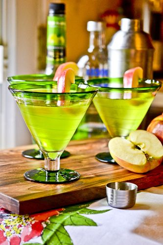 ☆ APPLETINIS: 1 ounce vodka, 1 1/2 oz DeKuyper Sour Apple Pucker, 1 1/2 oz apple juice, 2 cups ice, Apple wedges for garnish (optional) Chill glass. Fill a martini shaker with ice. Add vodka, Pucker and juice to shaker. Shake for thirty seconds. Pour into glass and garnish if desired ☆